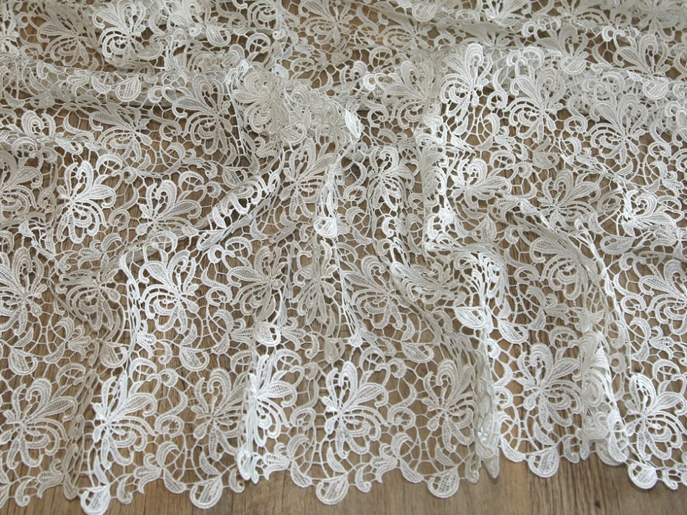 Scalloped edge couture bridal heavy guipure lace fabric for Guipure noire au metre